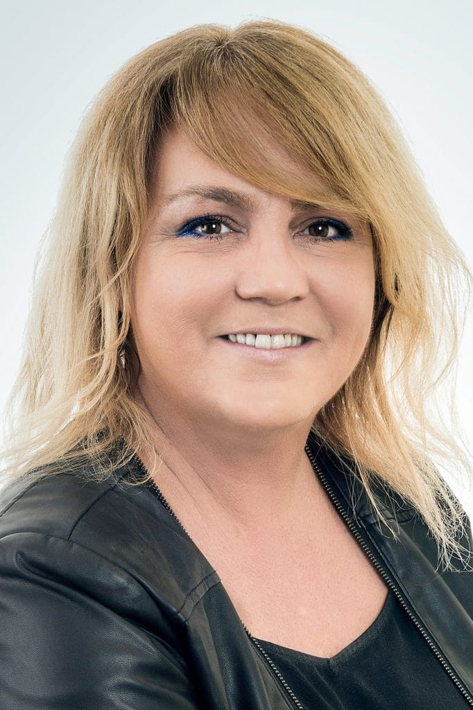 Lyne Brisebois Parajuriste 682x1024 - Lyne Brisebois
